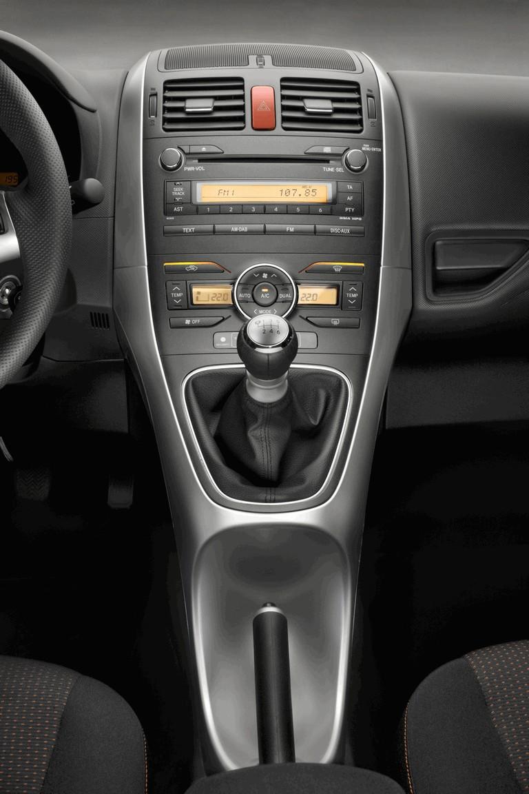 2010 Toyota Auris 276252