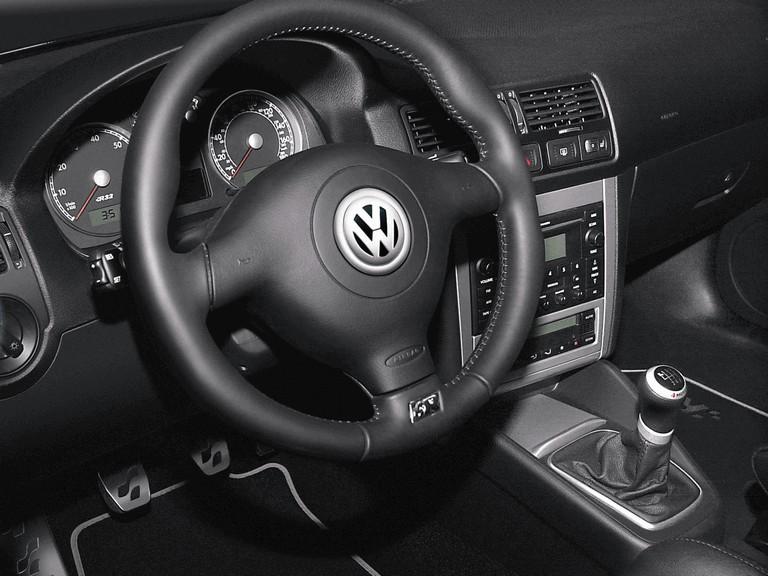 2004 Volkswagen Golf R32 203617