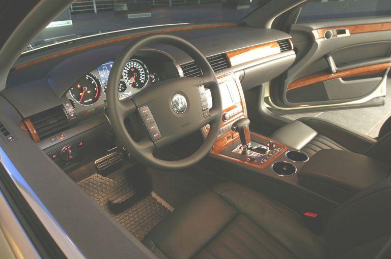 2004 Volkswagen Phaeton 528239