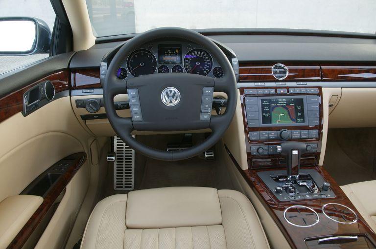 2004 Volkswagen Phaeton 528244