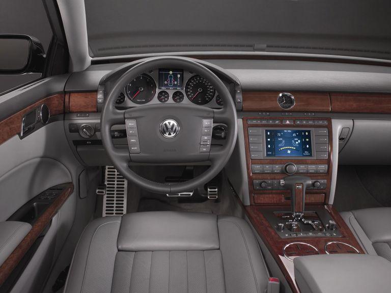 2004 Volkswagen Phaeton 528245
