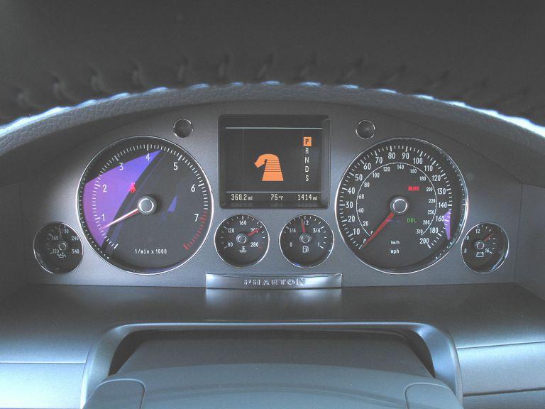 2004 Volkswagen Phaeton 528249