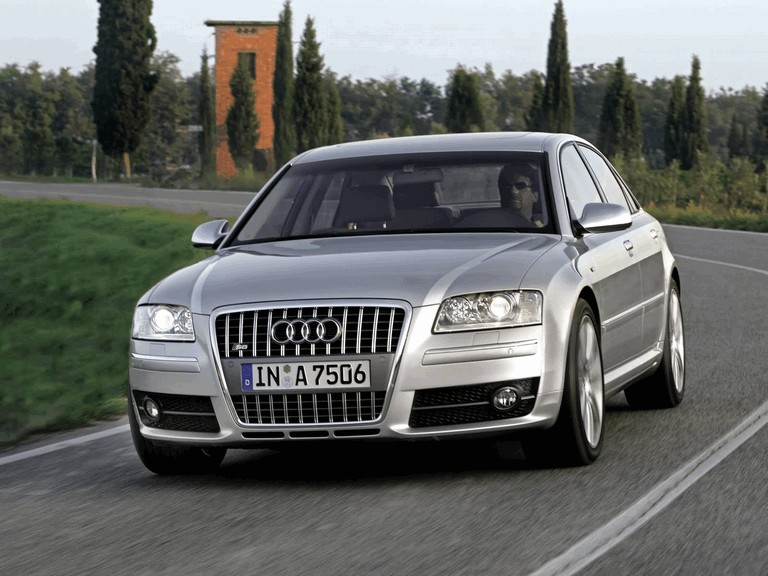 2005 Audi S8 204095