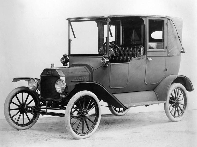 1915 Ford Model T Town Car 284048