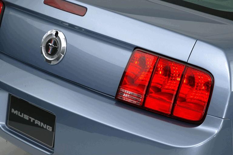 2005 Ford Mustang V6 487018