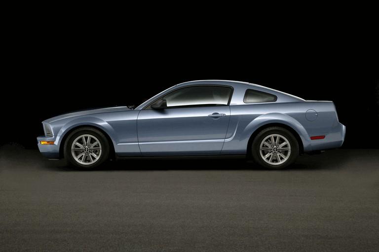 2005 Ford Mustang V6 487024