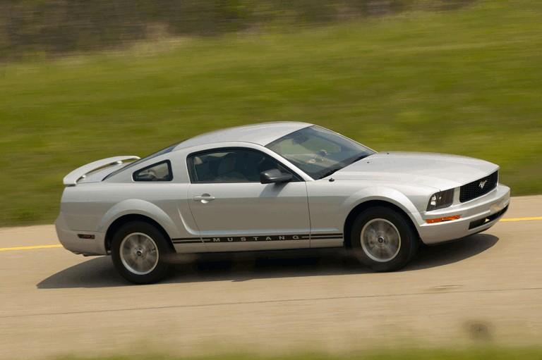 2005 Ford Mustang V6 487025