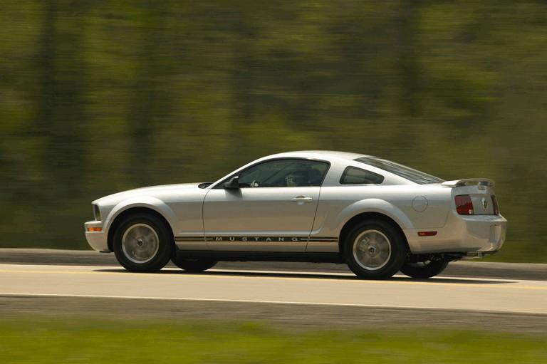 2005 Ford Mustang V6 487026