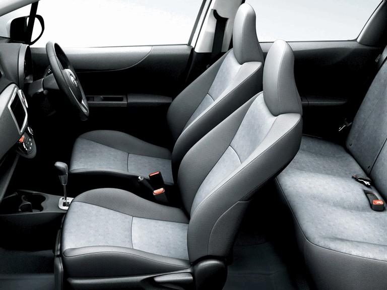 2011 Toyota Vitz 297793