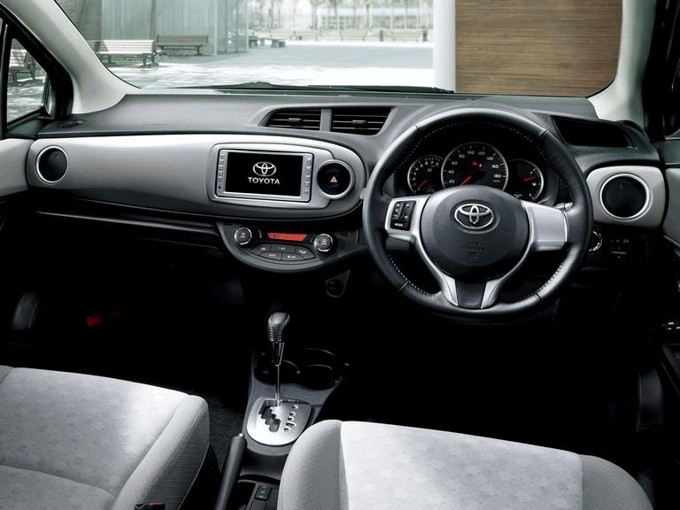 2011 Toyota Vitz 297794