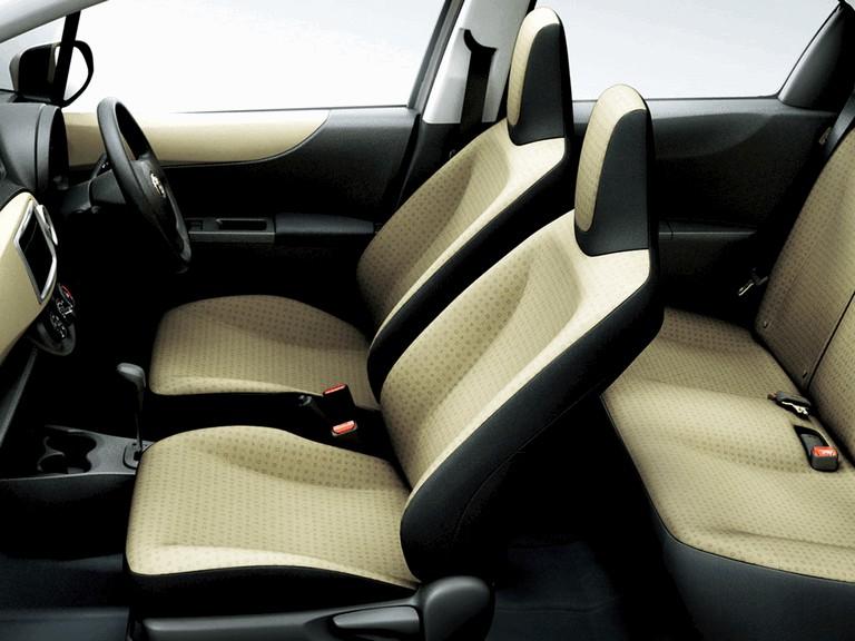 2011 Toyota Vitz 297795