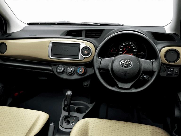 2011 Toyota Vitz 297796
