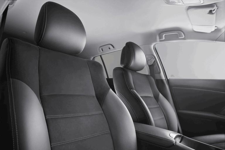 2011 Toyota Avensis 324768