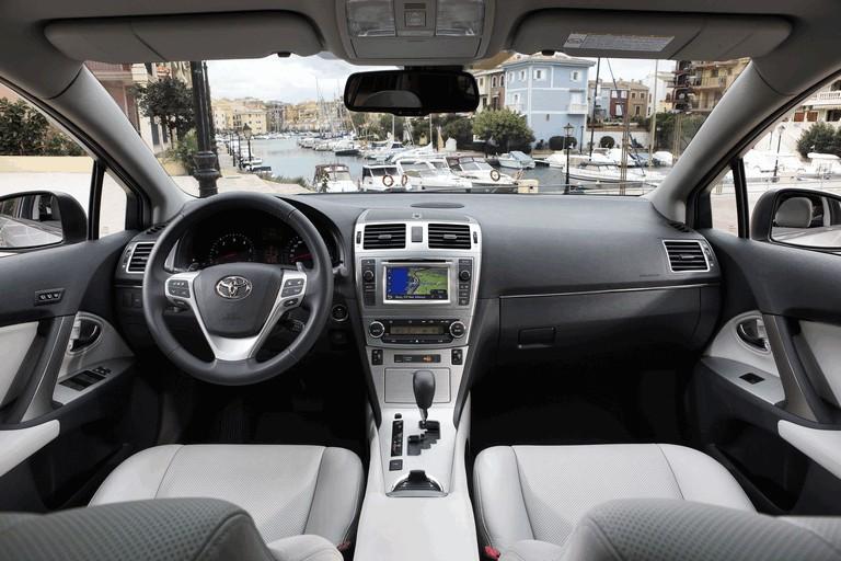 2011 Toyota Avensis 324770