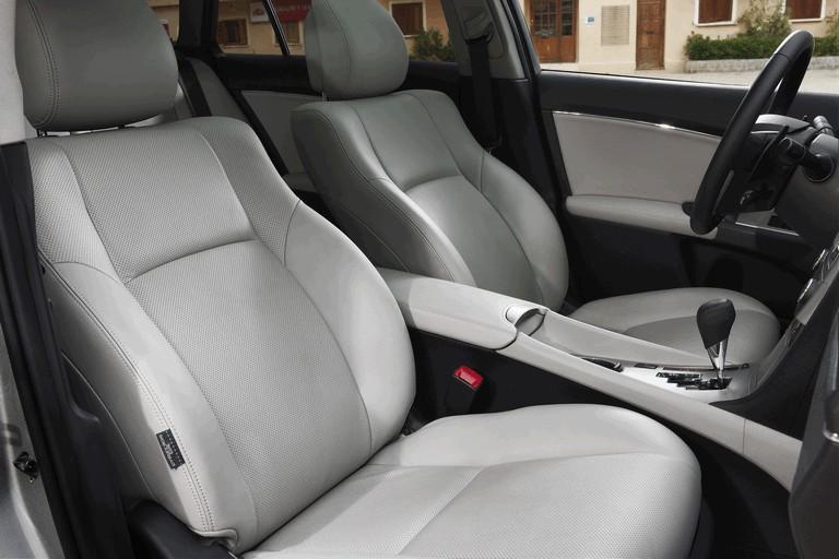 2011 Toyota Avensis 324771