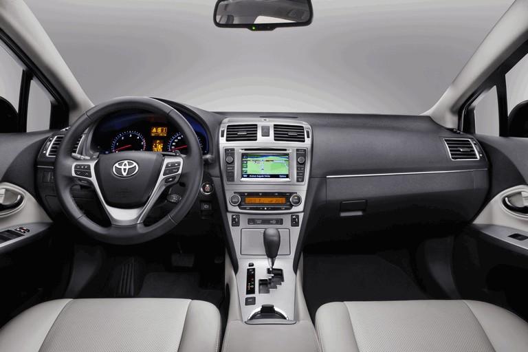 2011 Toyota Avensis 324773