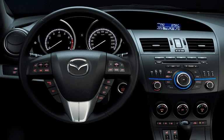 2011 Mazda 3 hatchback 319294