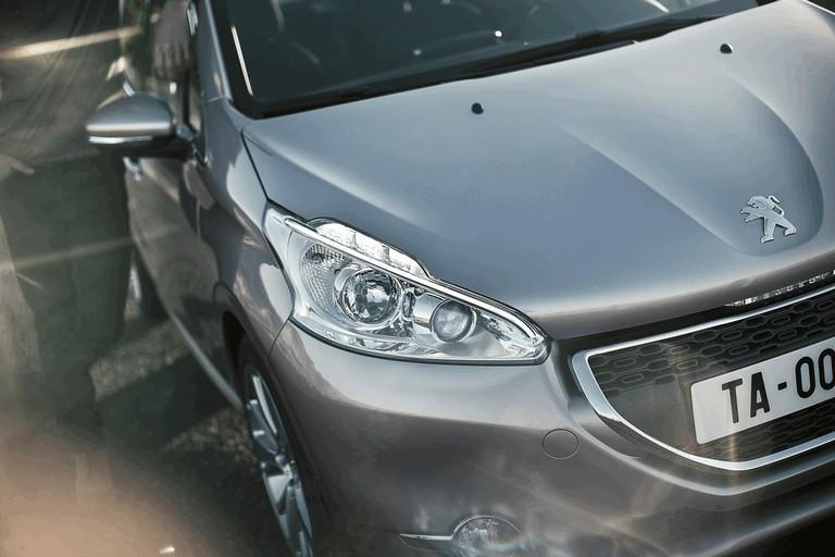 2011 Peugeot 208 5-door 338701