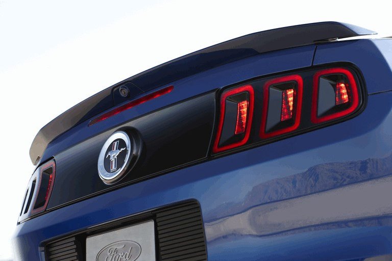 2013 Ford Mustang convertible 321900