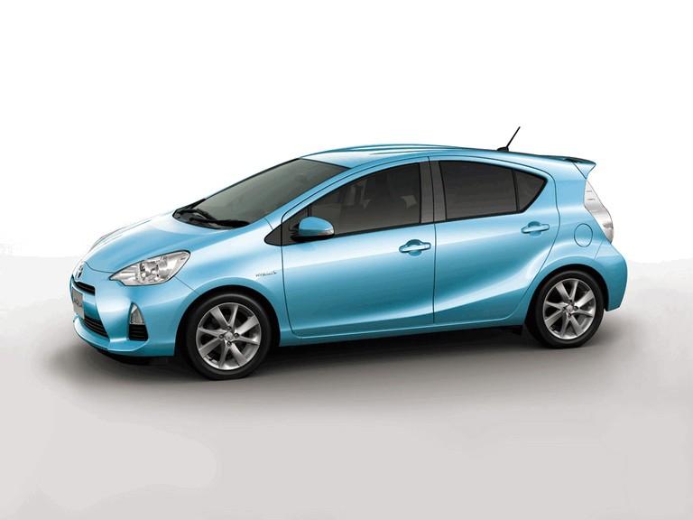 2011 Toyota Aqua 322468