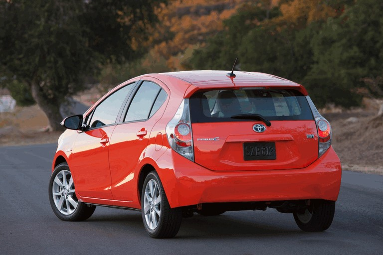 2011 Toyota Prius c 329211