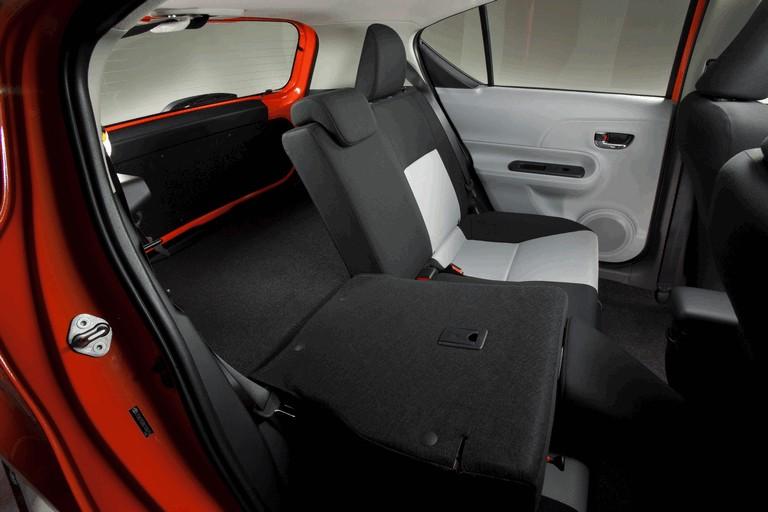 2011 Toyota Prius c 329221