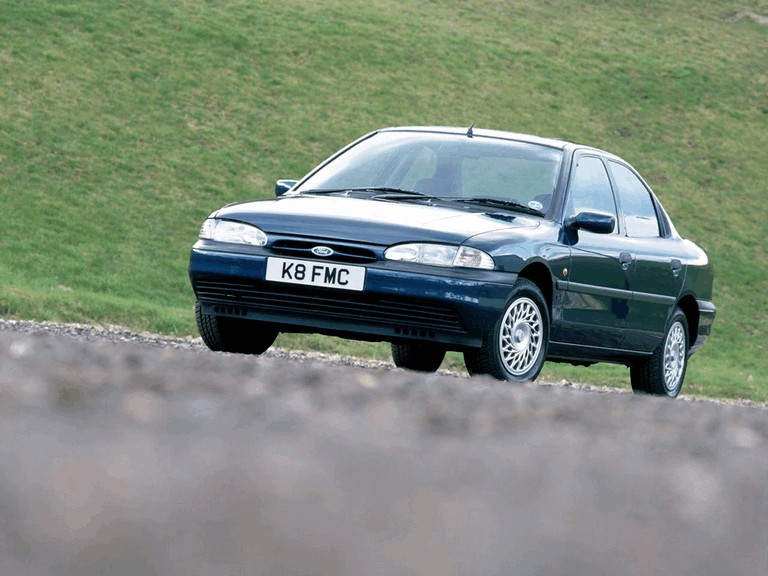 1993 Ford Mondeo sedan - UK version 326642
