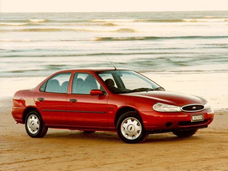 1996 Ford Mondeo sedan - UK version 328377