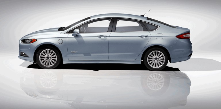 2012 Ford Fusion Energi 328476